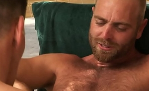 Muscly bear cummed turn over