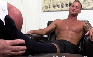 Inked hunk Jason James likes feet worship