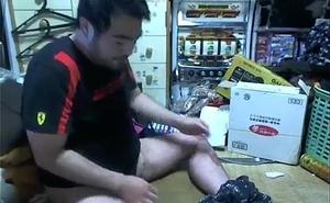 Yoshiyuki Mori AKA Yossan scratching his ball