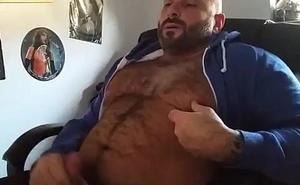 Un peludo musculoso