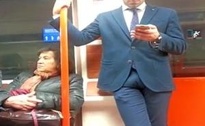Homem de pau duro no metr&ocirc_