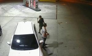 Policial de folga mamando b&ecirc_bado no Posto de gasolina em Manaus