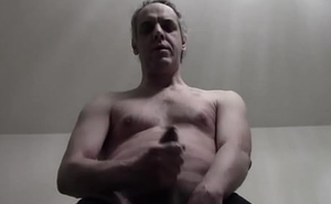 Segaiolo italiano parla e sborra a main part nudo!